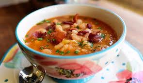 Sopa de mandioca com carne de sol em 30 minutos