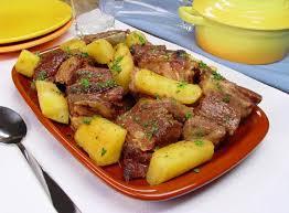 Carne com mandioca e linguiça em 30 minutos