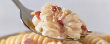 Macarrão com bacon em 3 passos - Simples e muito delicioso