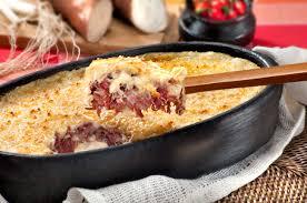 Escondidinho de carne seca com batata simples