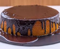 Receita de bolo simples com calda de chocolate