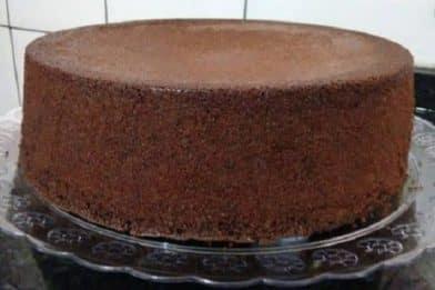 Pão de ló de chocolate para aniversário