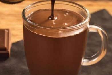 Mingau de chocolate rápido e delicioso