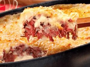 Escondidinho de carne seca com batata