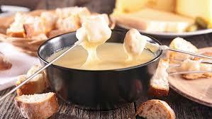 Fondue de queijos simples e delicioso para você e seus amigos