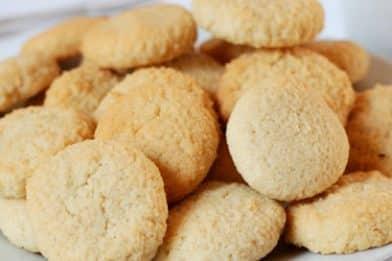 Biscoito de coco sequinho e delicioso