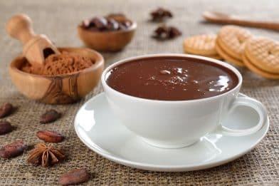 Chocolate quente sem leite fácil e delicioso