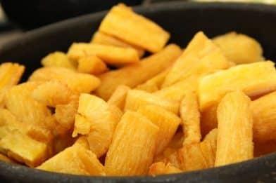 Passo a passo de mandioca frita crocante