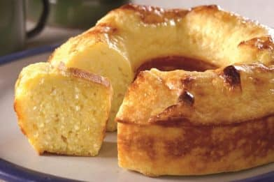 Simples e prático bolo de mandioca de liquidificador