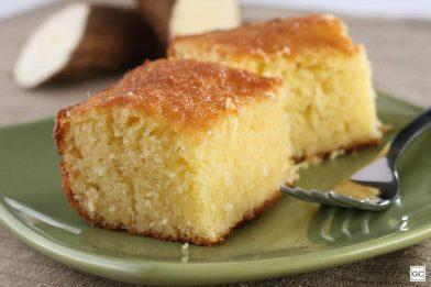 Delicioso bolo de mandioca crua