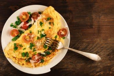 Omelete com queijo para café da manhã